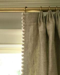 Window Treatment Ideas That Create a Fresh Atmosphere billige Jalousien und Rollos Pinch Pleat Curtains, Pleated Curtains, Linen Curtains, Curtain Fabric, Curtain Trim, Pom Pom Curtains, Silk Drapes, Striped Curtains, Drapery Panels