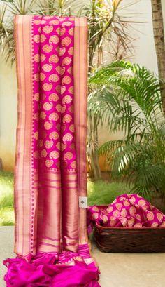 Pretty pink and gold Benares Silk saree. Kanjivaram Sarees, Silk Sarees, Saris, Indian Attire, Indian Ethnic Wear, Indian Dresses, Indian Outfits, Elegant Saree, Desi Clothes