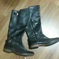 Ugg boots Nice boots in good condition nothing wrong 100 % leather man's size 12 UGG Shoes