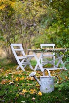 Lovely old watering can completes the peaceful scene Country Life, Country Living, Country Farmhouse, Small Gardens, Outdoor Gardens, Fairy Gardens, Porches, Outdoor Dining, Outdoor Decor