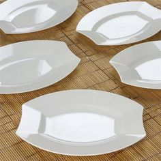 """10 Pack - Ivory 7.5"""" Crescent Oval Shaped Disposable Plate - Throwing an exceptional party was never this stress-free and easy on the pocketbooks. Our incredible collection of disposable party town plastic ware grants you full liberty to throw bashes with utmost enthusiasm and best dish wares. No need to compromise on quality because of quantity. Now it is just very simple to invite friends over and have a quixotic meal anytime and every time. Have business dinners, romantic dates, friends…"""