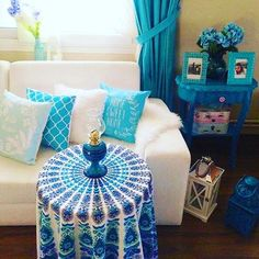 Mandala Tapestries can be used in many ways. Here it is an absolute lovely table cloth. @vivi_and_sam #mandala #mandalas #ganga #blue #tapestry #tablecloth #homedecor #home #decor #decoracion (at Gainesville, Florida)