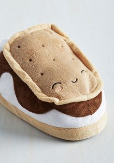Treat yourself to toasty toes with these sweet s'more slippers that warm your feet with the power of your computer! Whether they're camped out beneath your desk or chillin' beside the couch, these plush pals keep you cabin-cozy while they ooze with adorable details, including their grinning graham cracker faces, irresistible chocolate drizzle detail, soft, pillowy, footbeds, and snack-run-ready soles with conveniently grippy dots. Just connect the included USB cord to your Mac or ...