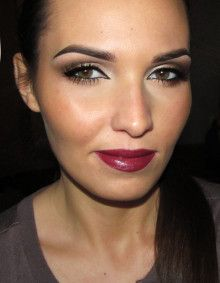 Great glam makeup for brunettes: intense eyes and wine-coloured lips