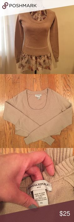 Scoop neck sweater! It's made of merino wool and polyester, very soft and comfortable. Banana Republic Sweaters Crew & Scoop Necks