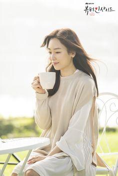 Seo Hyun-jin in Kdrama The Beauty Inside - over sized sweater Seo Ji Hye, Seo Hyun Jin, Website Maintenance, Site Analysis, Search Engine Marketing, Professional Website, Beauty Inside, Korean Actresses, Search Engine Optimization