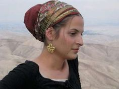 gold and red tichel, beautifully sewn. perfect for shabbat or holidays. only on leelach.com
