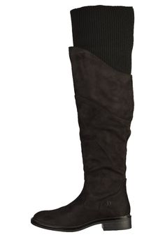 ¡Consigue este tipo de botas de caña alta de S.Oliver RED LABEL ahora! Haz clic para ver los detalles. Envíos gratis a toda España. S.Oliver RED LABEL Botas mosqueteras black: s.Oliver RED LABEL Botas mosqueteras black Zapatos   | Material exterior: piel de imitación de alta calidad, Material interior: tejido sintético, Suela: fibra sintética, Plantilla: tela | Zapatos ¡Haz tu pedido   y disfruta de gastos de enví-o gratuitos! (botas de caña alta, caña, cañas, mosquetera, mosquete...