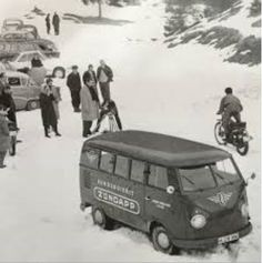 T1 T2, Volkswagen Bus, Busses, Vw Beetles, Campervan, Old Pictures, Porsche, Transportation, Classic Cars