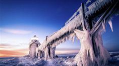 Lighthouse Beach in Winter ||| Windows 10 Wallpaper