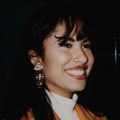 Selena smiling as always Selena Quintanilla Perez, Corpus Christi, Selena Mexican, Selena And Chris, Selena Selena, Selena Pictures, Jackson, Texas, Queen