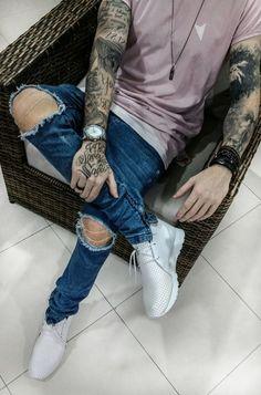 Sneaker Branco Masculino All White. Macho Moda - Blog de Moda Masculina: Review: Sneakers recebidos da BANG Footwear. Tênis Branco Masculina, Calça Jeans Skinny Rasgada nos joelhos, Camiseta sem Manga Rosa Masculina Right Here, Colar Masculino de Aço Key Design, Relógio com Pulseira de Aço, Pulseiras Masculinas, Bracelete Masculino, Tatuagem Preta, Tatuagem Sombreada, Tatuagem Escrita, Leonardo Leal, Coloral, Moda Masculina, Roupa de Homem, Moda para Homens.