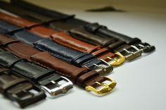 MainTool lance Classi, son bracelet connecté dédié aux montres classiques. La startup souhaite récolter 50 000 euros sur Indiegogo.