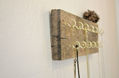 simple, beautiful necklace holder.