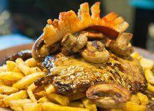 Ínyenc lakoma 2 főnek - Borász pecsenye, párolt zöldségek és hasábburgonya a Castrum Cafe & Restaurantban Pork, Chicken, Meat, Pork Roulade, Pigs, Buffalo Chicken, Cubs, Rooster