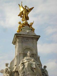 Queen Victoria Monument. London, UK