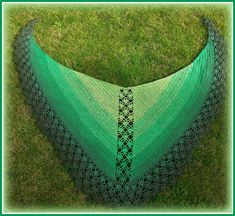 Ravelry: Pearls and the mermaid shawl by Annelies Baes (Vicarno)