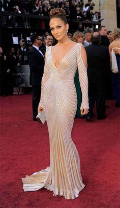 Jennifer Lopez, icono de la moda para mujeres con curvas