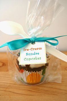 Much Kneaded: How to Package Cupcakes for a Bake Sale 9 oz. clear plastic cups (I like the cut crystal kind) Treat bags (4 x 2 x 9.5 inch size)