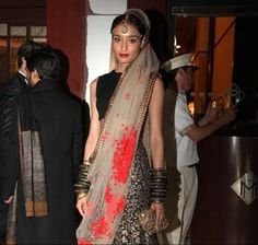Sabyasachi Mukherjee - The styling on this is impecable.