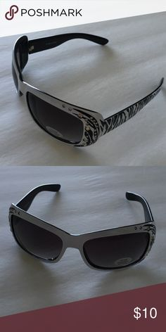 Black & white zebra fashion sunglasses Black & white zebra sunglasses with UV400 protection PC lens Accessories Glasses