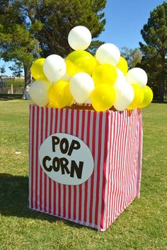 We love this DIY so much we could POP! A giant popcorn bag with our balloons and. - - We love this DIY so much we could POP! A giant popcorn bag with our balloons and streamers are a great idea for a carnival themed party! Thanks Catch My Party! Fall Carnival, Circus Carnival Party, Circus Theme Party, Carnival Birthday Parties, Circus Birthday, Birthday Party Themes, Diy Carnival, Birthday Games, Carnival Theme Cakes