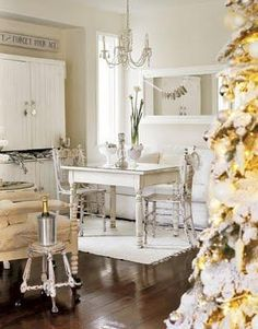 .country Christmas - I love stacking  tables would make a great Chic Country Christmas display or Tree