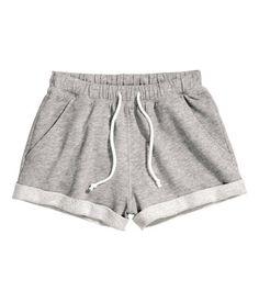 Short shorts in melange sweatshirt fabric with elasticized drawstring waistband. Sewn cuffs at hems.