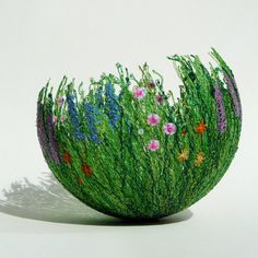 bet this could be made with easter grass, small silk flowers and white glue over a balloon. Yarn Crafts, Diy And Crafts, Arts And Crafts, Summer Crafts, Deco Boheme, Art Yarn, Deco Floral, Yarn Bowl, Art Club