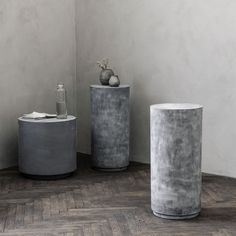 Our raw Fifty Concrete Pedestal from House Doctor is a versatile addition to your home. Round Concrete Dining Table, Wooden Dining Tables, Retro Furniture, Industrial Furniture, Vintage Industrial, Garden Furniture, Chill Room, Dining Arm Chair, Hanging Lanterns
