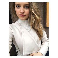 Zobacz na Instagramie zdjęcie użytkownika @karolina_pisarek • Polubienia: 19.6 tys. Top Models, Vogue, Turtle Neck, Selfie, Face, Instagram Posts, Beauty, Tops, Fashion