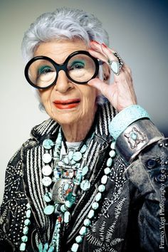 Style Icon Iris Apfel photographs for Eyebobs. My portraits of the wonderful Iris wearing her signature frames. Images and story from my shoot. Estilo Fashion, Ideias Fashion, Covet Fashion, How To Have Style, Boho Vintage, London College Of Fashion, Advanced Style, John Galliano, Aging Gracefully