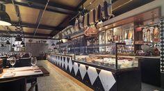 AuGust restaurant in the Widder hotel in Zurich Hotel Food, Butcher Shop, Park Hotel, Cafe Bar, Restaurant Bar, Places To Eat, Old Town, Track Lighting, Zurich