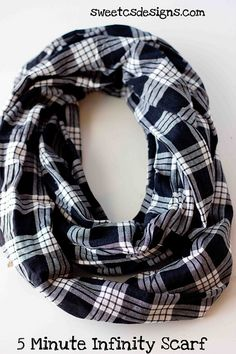 5 Minute Infinity Scarf- 1 yard of fabric and 5 minutes and you have an awesome scarf! Must try