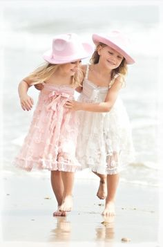 <3 Awww Lexie and Mila would look so cute in matching outfits and taking some photos on the beach