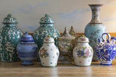 6 Seductive Clever Tips: Flower Vases Creative vases decoration.White And Blue Vases. Selling Antiques, Old Antiques, Vase Centerpieces, Vases Decor, Antique Appraisal, Ikea, Clear Vases, Gold Vases, White Vases