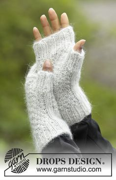 Cream Cookies Fingerless Gloves - Knitted DROPS wrist warmers with double moss st and rib Alpaca and Kid-Silk. Size S - L Free pattern by DROPS Design.