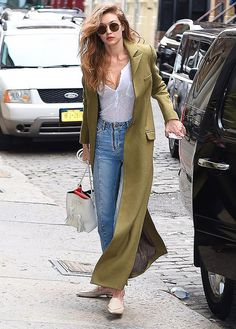 STREET STYLE: 5 looks off duty de Gigi Hadid en las calles de New York | Fashion TV