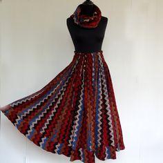 Jupe longue noire, bleue et ocre à dessins vagues en coton multi lines , 45 pans avec écharpe ceinture assortie : Jupe par akkacreation