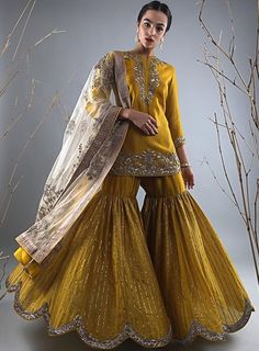 Best Trendy Outfits Part 18 Pakistani Outfits, Indian Outfits, Designer Kurtis, Indian Designer Outfits, Designer Dresses, Ethnic Fashion, Asian Fashion, Gharara Designs, Dress Designs
