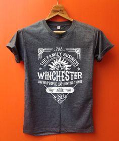 Sobrenatural contra el equipo de Winchester de posesión salvar gente y ropa cosas de caza