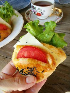 ARNAVUT DOLMASI Nefis ve şık bir meze tarifidir.Bir gün önce yapılıp, ertesi gün sosu üzerine dökülebilir. Sabah kahvaltıları ve yemek ...