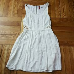 H&m Size 4 dress White H&m Size 4 dress H&M Dresses Midi