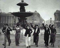 Women wearing trousers - Paris 1922