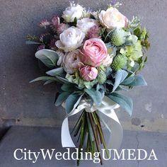 いいね!110件、コメント2件 ― ヘアメイク森田りょうこさん(@toffymori.wedding.umeda)のInstagramアカウント: 「まるで生花なシルクフラワーブーケ❤️ シルクフラワーのブーケでもこんな無造作なクラッチブーケもできます。 飛行機では手荷物でお持ち頂けますので海外挙式にも大人気です(^^)…」 Bride Flowers, Bride Bouquets, Bridesmaid Bouquet, Floral Bouquets, Love Flowers, Beautiful Flowers, Wedding Flower Arrangements, Flower Bouquet Wedding, Floral Wedding