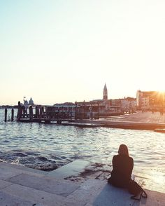 Enjoy every sunset 💛  #Venice #GoldenHour