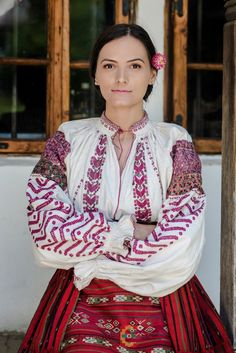 Traditional Outfits, Must Haves, Sari, Costume, Popular, Romania, Country, Fashion, Saree