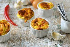 Hoe simpel en lekker kunnen sommige gerechten uit de Airfryer toch zijn. Bijvoorbeeld deze ontbijt soufflé met een beetje pit. Weer eens wat anders dan een gekookt eitje!
