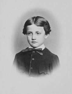 Archiduc Otto de Habsbourg-Lorraine (1865-1906) fils de l'archiduc Charles-Louis et de la princesse Maria-Annunziata des Deux-Siciles. Mariée à la princesse Marie-Josèphe de Saxe. Mort de la syphilis. Père de l'archiduc François-Ferdinand assassiné à Sarajevo