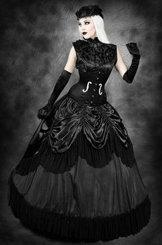 We applaud so many Goth women who bring back classics from across the centuries. Beauty can't be denied!